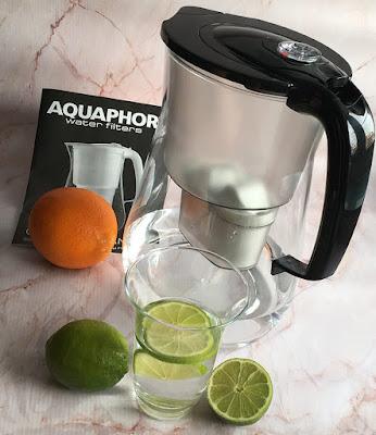 Dzbanek do filtrowania wody Aquaphor i woda z cytrusami