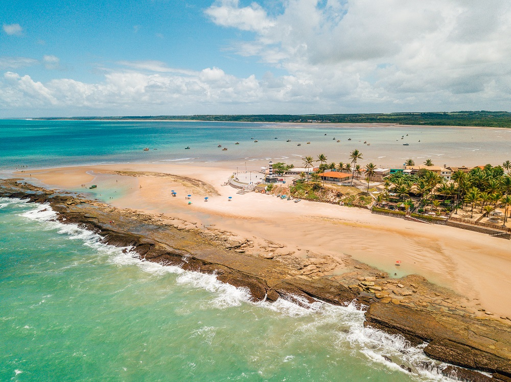 Coruripe resguarda Praias Paradisíacas e Artesanato Requintado