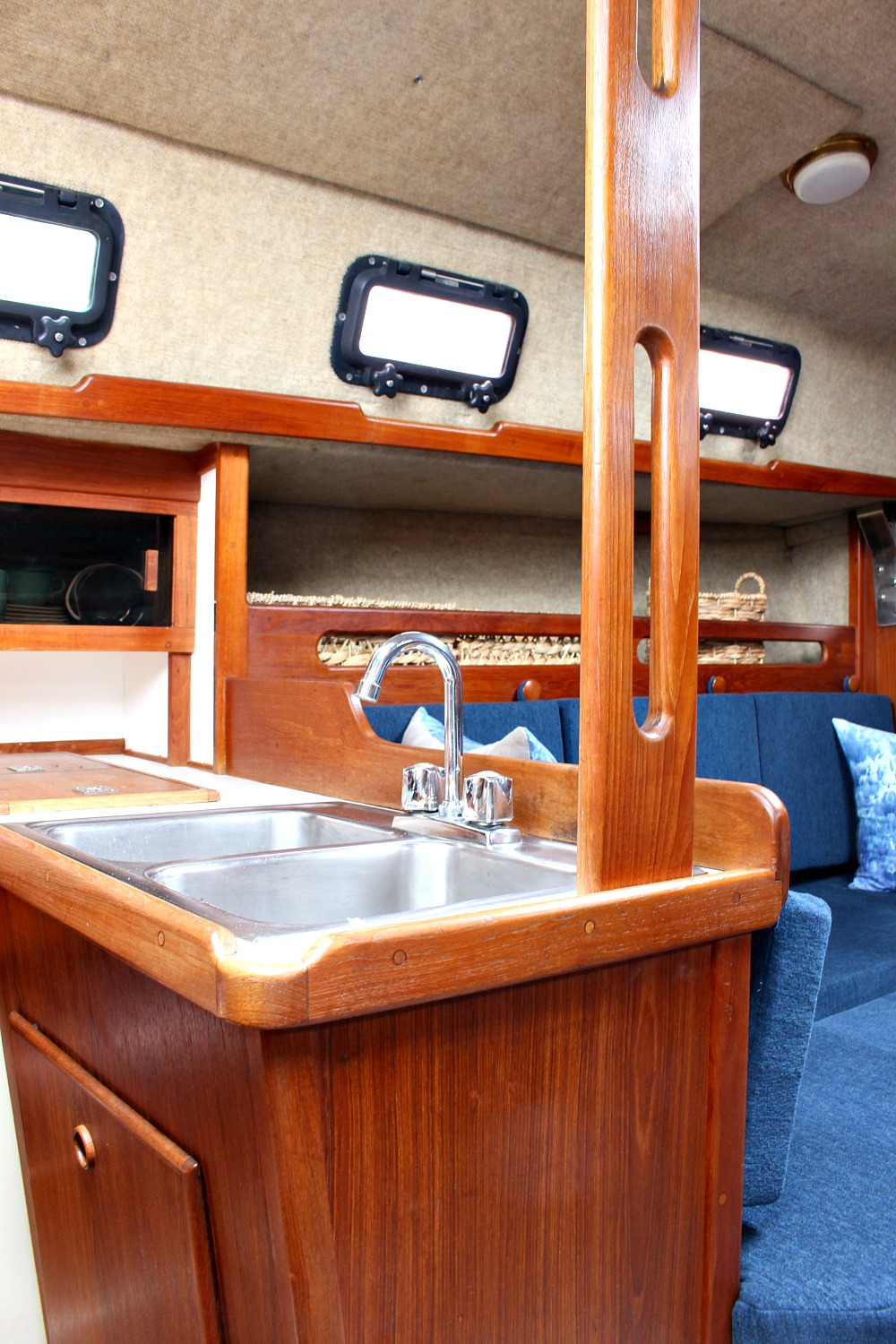 Tour the Before and After of This Updated Ticon 20 Sailboat @danslelakehouse