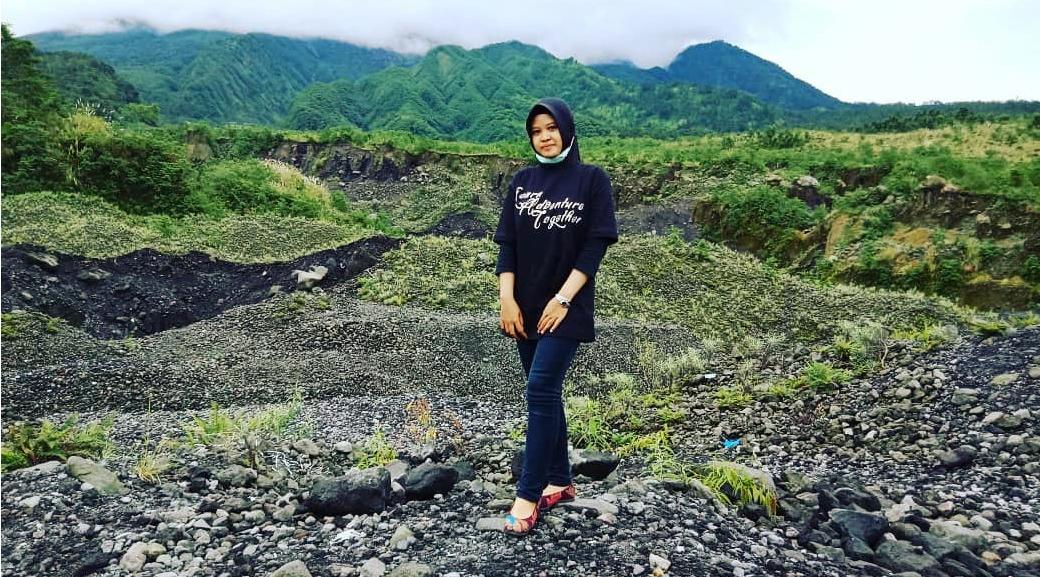 Cewek cantik pakai Hijab ketat di Wisaliurang