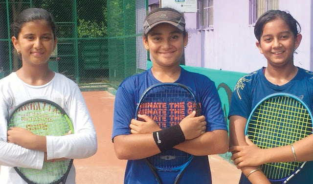 Suhani Gaur and Tina Sharma won gold medal in lawn tennis district level competition