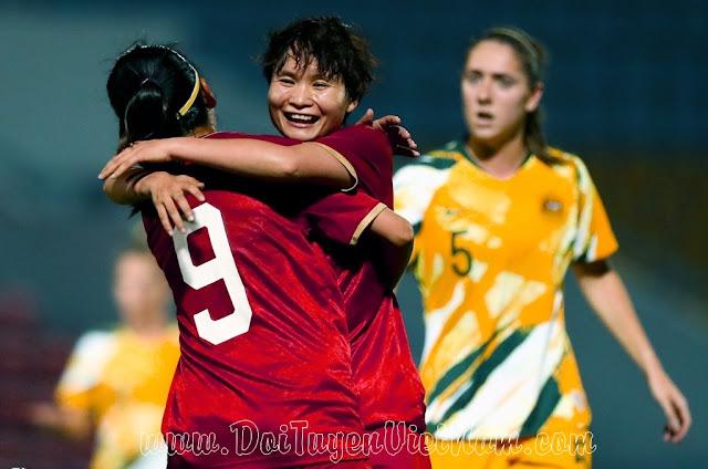 Hậu vệ Australia ngơ ngác vì bàn thắng lịch sử của Huỳnh Như