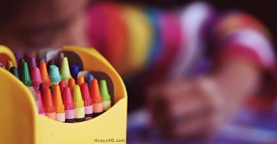 استخدام تركيبات الألوان :