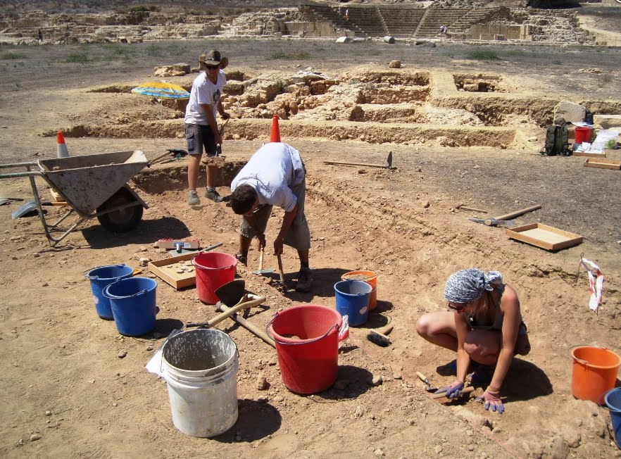 Ανθρώπινος σκελετός και χειρουργικά εργαλεία βρέθηκαν στην Αγορά της Νέας Πάφου