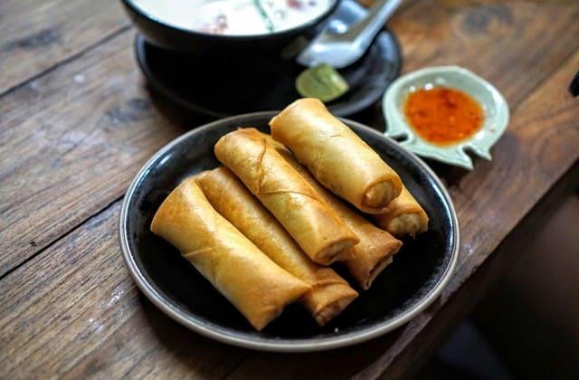 Ingin makan makanan khas Semarang sekaligus merasakan masakan chinese? lumpia solusinya