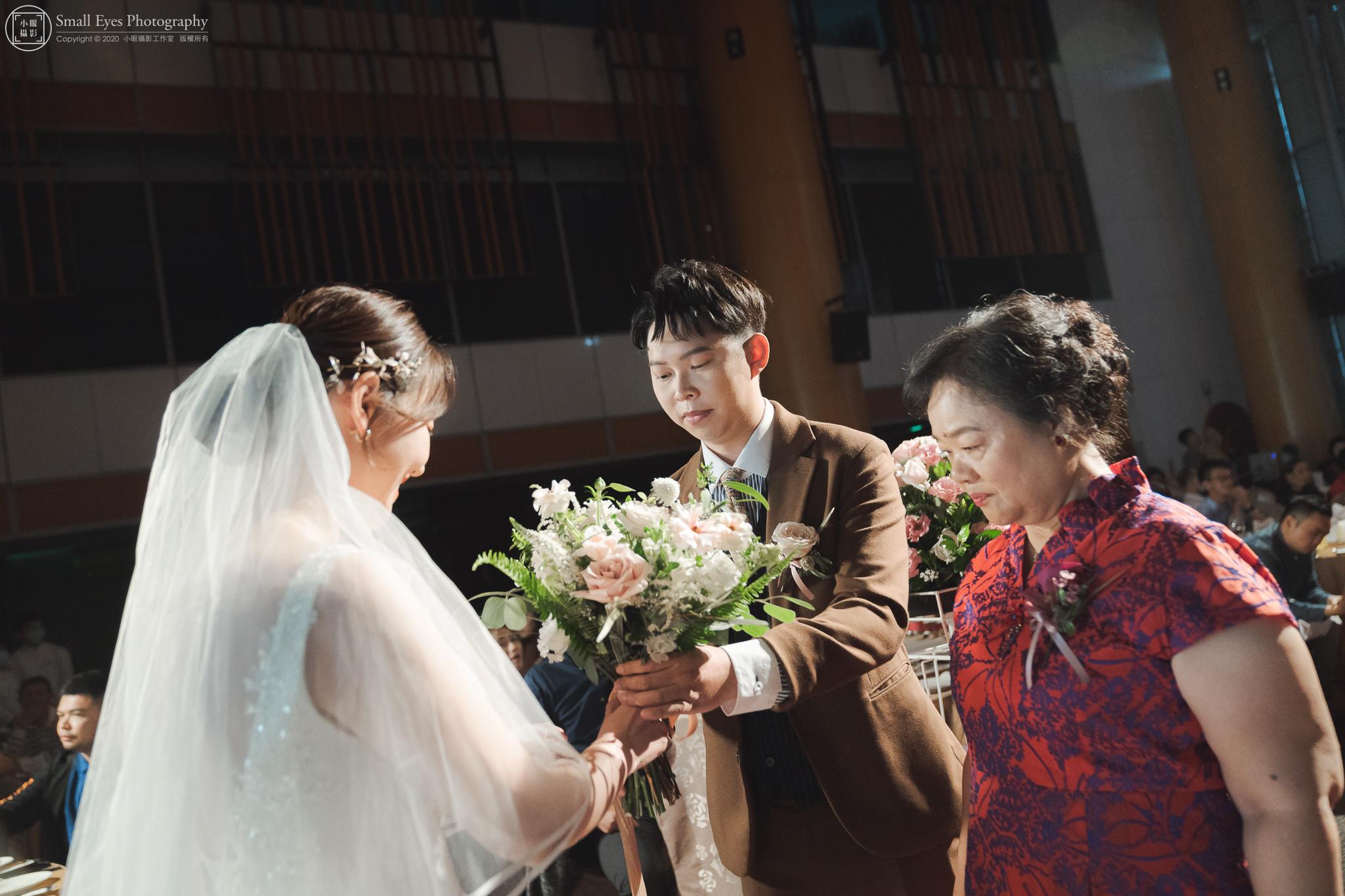 小眼攝影,傅祐承,婚禮攝影,婚攝,婚禮紀實,婚禮紀錄,台中,裕元花園,酒店,捧花