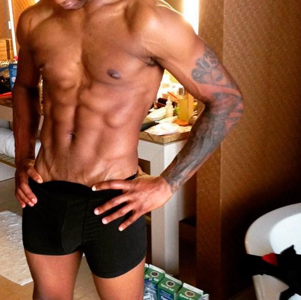 Usher publica fotos de él desnudo en Snapchat (FOTOS)
