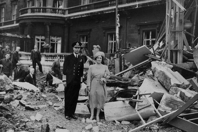 10 September 1940 worldwartwo.filminspector.com London Blitz Buckingham Palace