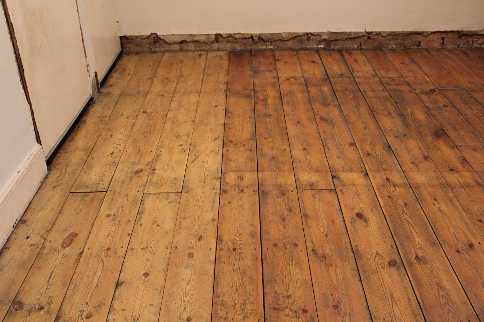 Osmo Oil Polyx Raw on Floorboards