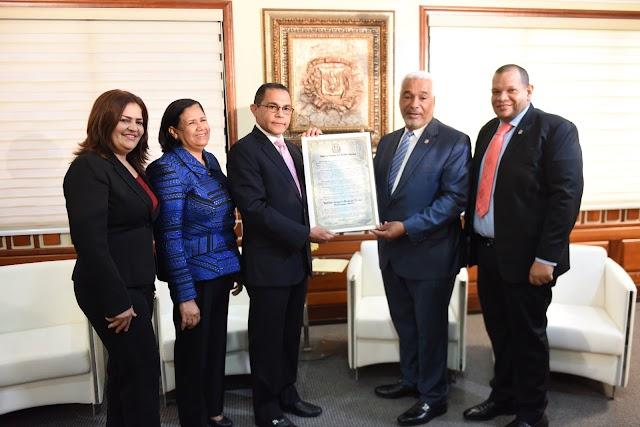 Cámara de Diputados entrega reconocimiento al INFOTEP