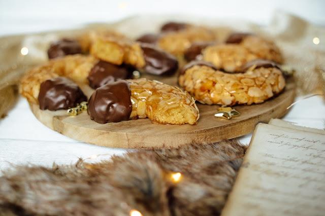 Weihnachtsplätzchen: Mandelhörnchen mit Schokolade