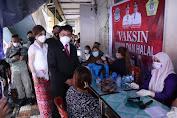 Didampingi Ketua Tim PKK Manado, AA Tinjau Pelaksanaan Vaksinasi
