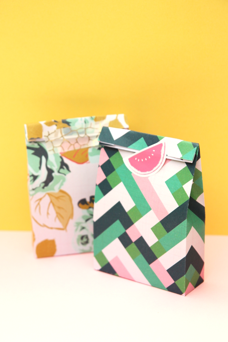 MINI PRINTABLE GIFT BAG PARTY FAVORS - WITH FREE TEMPLATE.