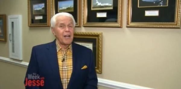 Pastor pide ofrendas para comprarse su cuarto jet privado a un costo de $54 millones