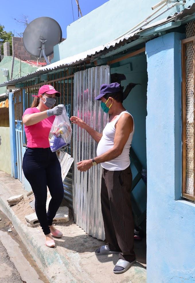 Movimiento Jurídicos con Gonzalo entrega más de 500 raciones de alimentos en    Santo Domingo Este