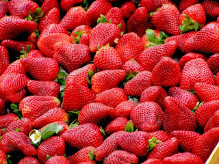 https://1.bp.blogspot.com/-FxjvhZTZXfk/XxU5mHBtFGI/AAAAAAAAP0k/JFME0GUjbnYQYxUH29lOdrHmErfkliOxACLcBGAsYHQ/s320/red-strawberries-fruit-royalty-free-70746.jpg