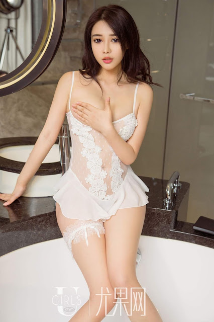 Hot and sexy big boobs photos of beautiful busty asian hottie chick Chinese booty model Jing Si Qing photo highlights on Pinays Finest sexy nude photo collection site.