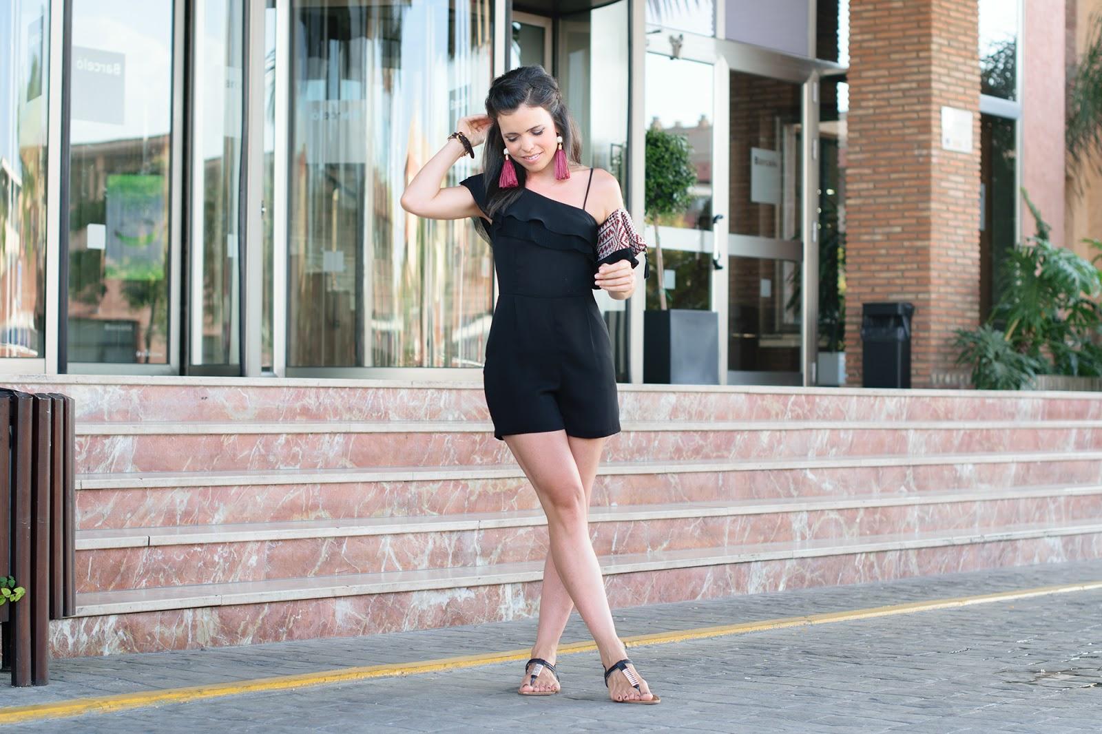 Look con jumpsuit de Zara y pendientes de mango