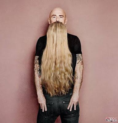 hombre con larga barba, ilusiones opticas