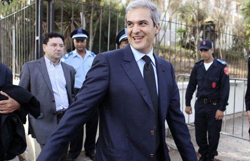 """""""أنا الأمير"""" .. هشام العلوي يحتج على موظفي مطار سلا بسبب تأخر حقائبه"""