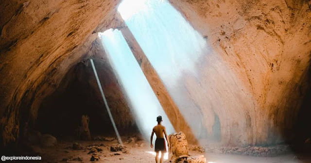 Cahaya Eksotis di dalam Gua Lie Madira