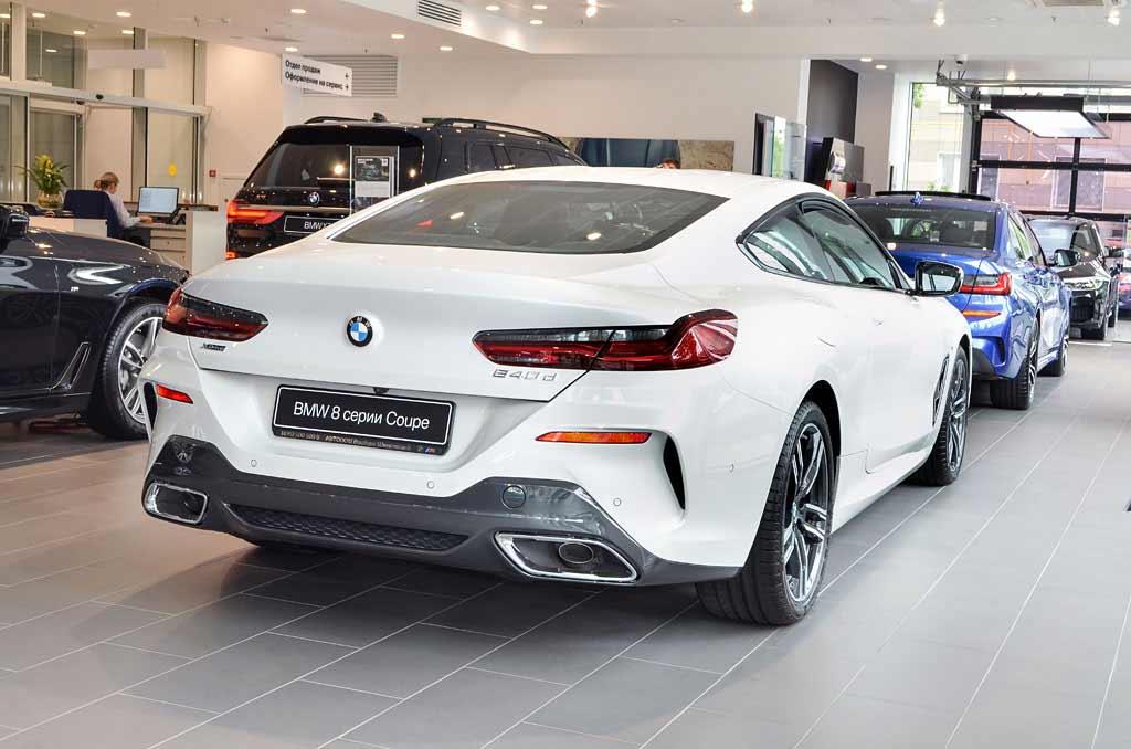 BMW 840d вид сзади