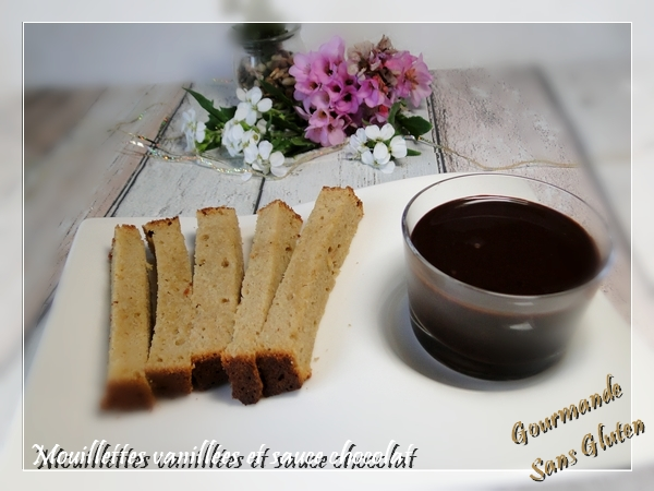 Mouillettes vanillées et sauce chocolat