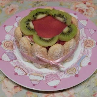 https://danslacuisinedhilary.blogspot.com/2013/04/charlotte-aux-kiwis-et-miroir-la-fraise.html