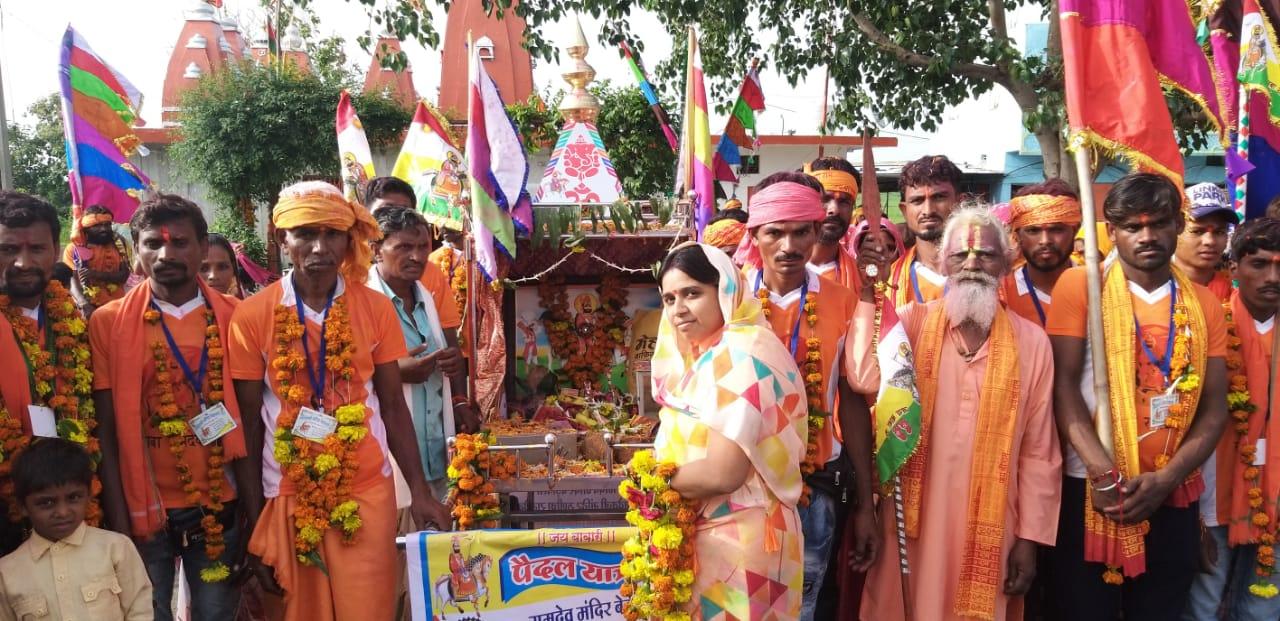 10 वर्षों से प्रतिवर्ष करते हैं पैदल यात्रा 13 दिनों में पहुंचेंगे रामदेवरा