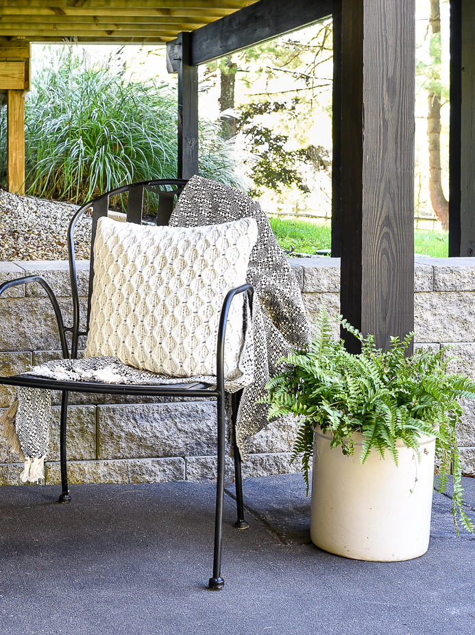 Cozy and simple fall patio decor