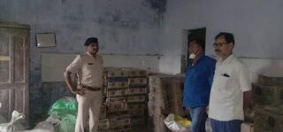मोतिहारी : स्कूल से भारी मात्रा में शराब जब्त, एचएम व सहायक शिक्षिका का पति गिरफ्तार