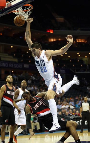 lamarcus aldridge dunks on - photo #5