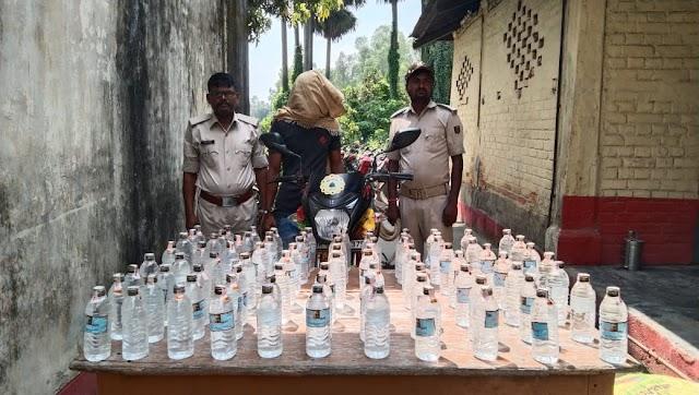 90 बोतल नेपाली देसी शराब-बाइक के साथ चौरौत का कारोबारी धराया