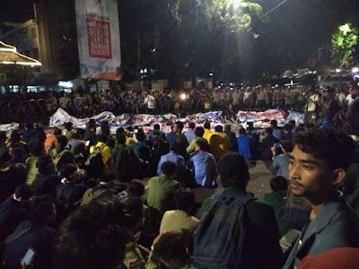 Mahasiswa Masih Bertahan, Tak akan Pulang Sebelum Presiden Jokowi Datang