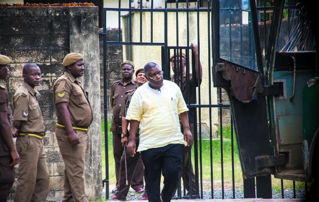 Hukumu Ya Jamal Malinzi na Wenzake Yagonga Mwamba, Hakimu Kahamishwa