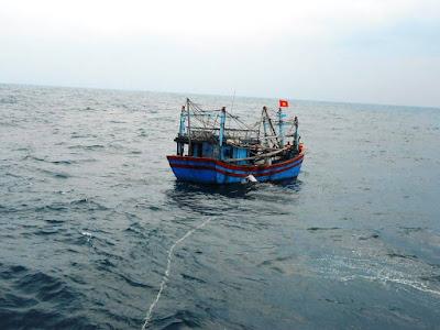 Quảng Ngãi 6 ngư dân trên tàu cá trôi dạt đang chờ cứu nạn