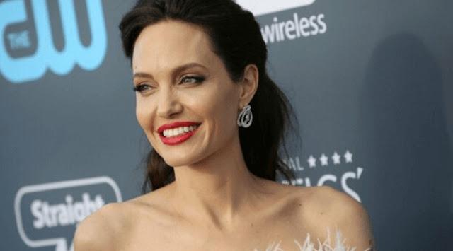 Анджелина Джоли продемонстрировала роскошное тело в пикантной фотосессии