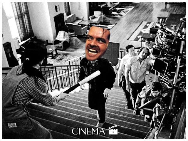 Montagem com cena do filme O Iluminado, na imagem vemos câmeras da produção, uma personagem segurando um bastão e o protagonista Jack Torrance com a cabeça editada.