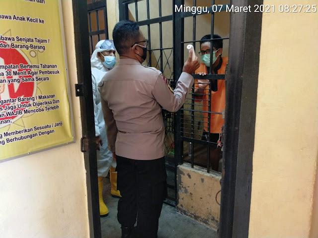 Piket Jaga Polsek Dusel Rutin Cek Kesehatan Tahanan, Cegah Kluster Covid-19 di Dalam Sel