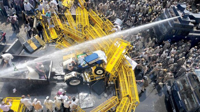 water canon used on farmers at Delhi border