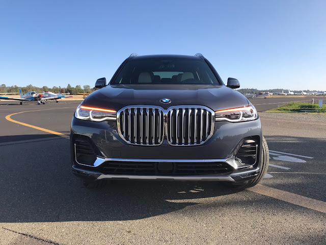 Front view of 2019 BMW X7 xDrive 40i