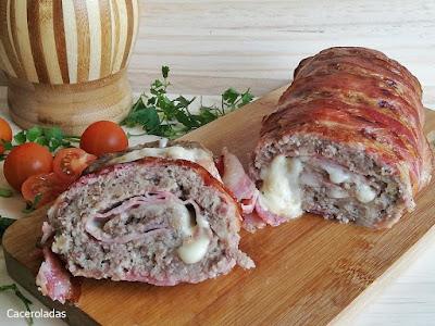 Rollo de carne picada relleno con jamón y queso