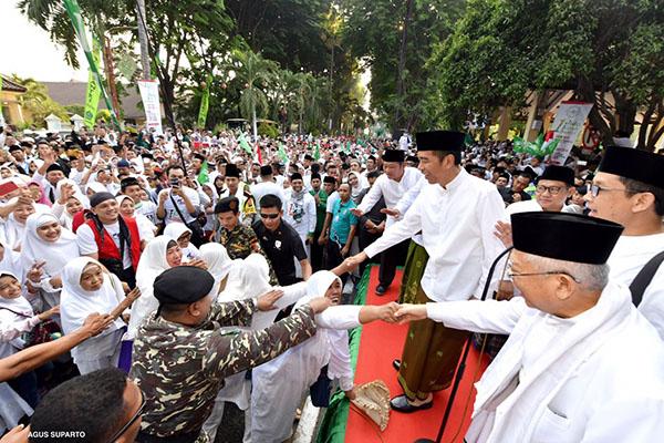 Jokowi Lepas Kirab 1 Juta Santri di Sidoarjo