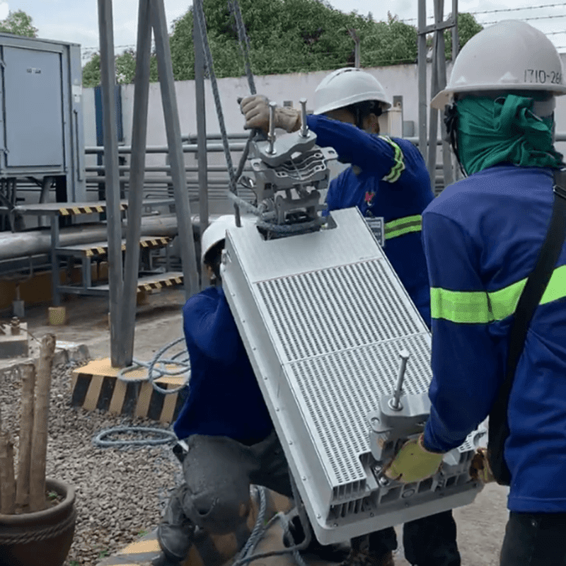 Globe deploys 5G equipment on a cell site in Pasig City