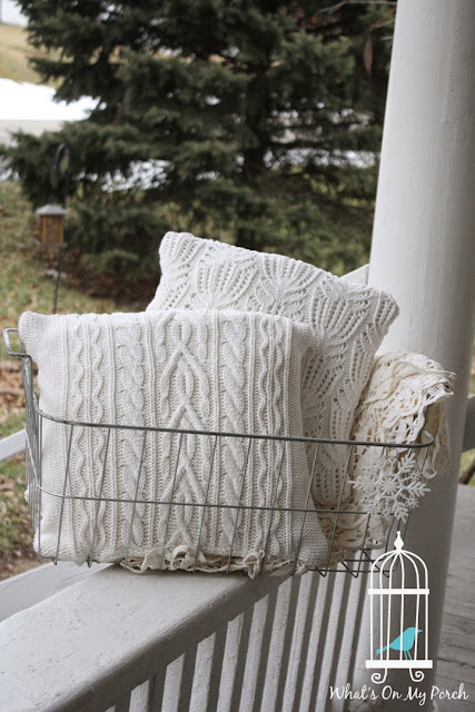 https://whatsonmyporch.blogspot.com/2015/01/makin-sweaters-into-pillows.html
