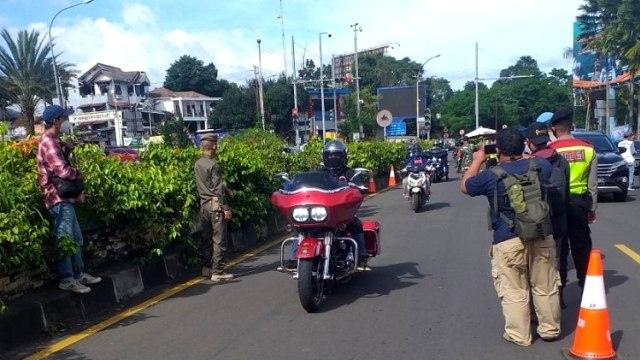 SPESIAL! Rombongan Konvoi Moge 'Dipersilahkan' Masuk Puncak Bogor