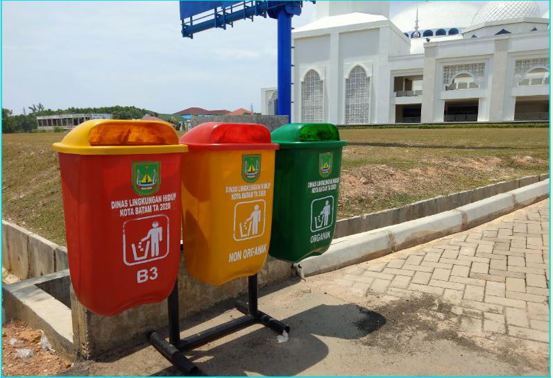 tempat sampah di masjid