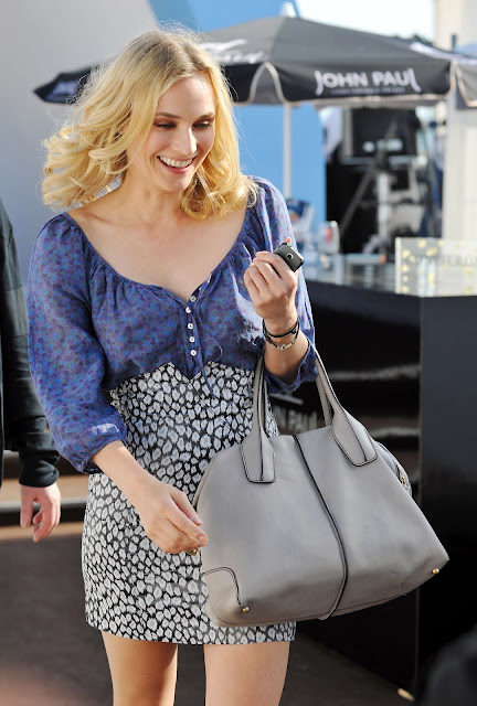 f79078fe6acb8 Diane Kruger looking gorgeously chic with her TOD's D Bag Bauletto