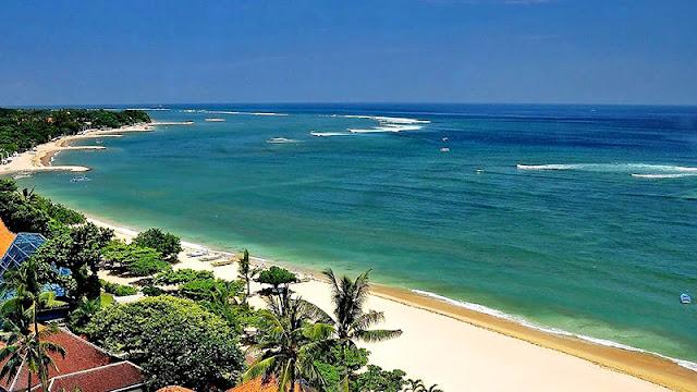 Pantai Kuta Bali, dari Romantisme yang Kental hingga Berselancar