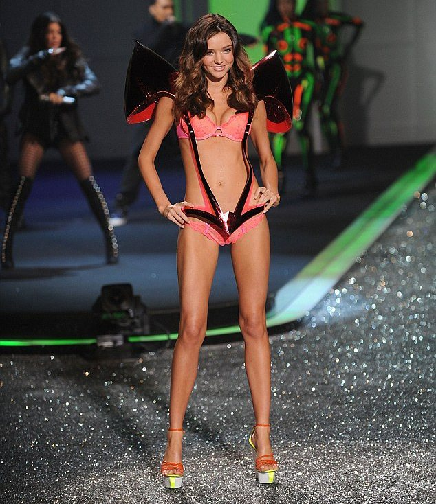 Miranda Kerr Hot Ramp Walk